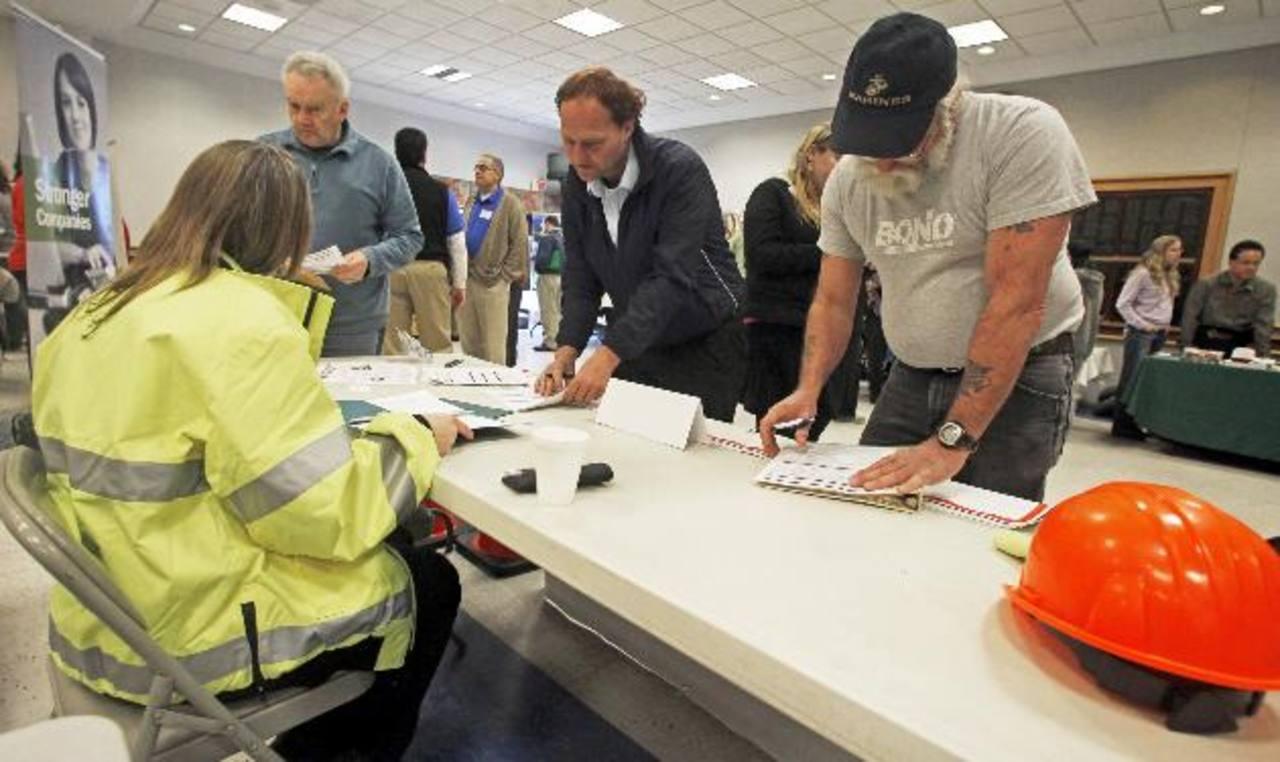 Más gente pidió ayuda por desempleo. Foto edh/ap
