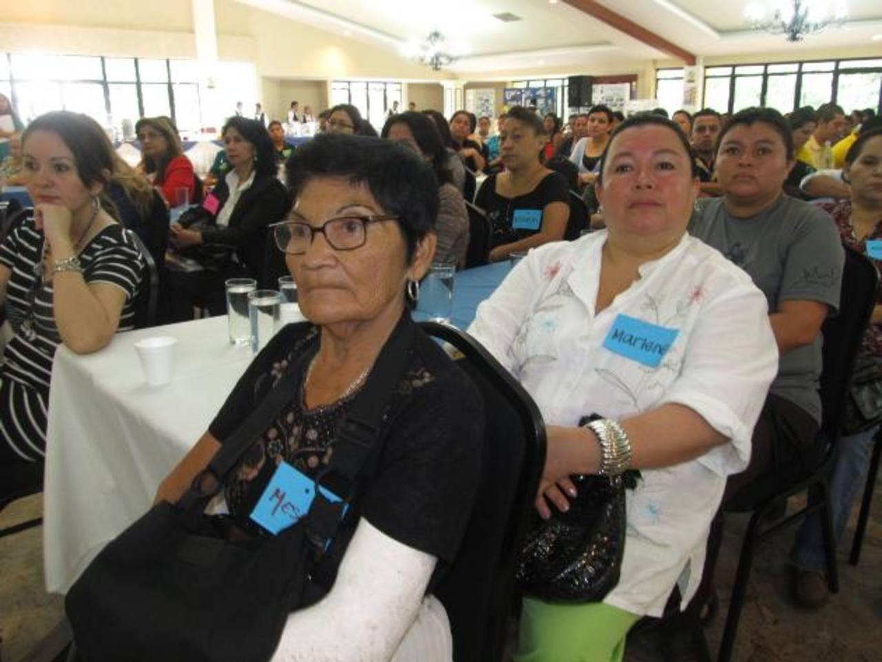Capacitan a 600 personas para que asuman adecuadamente el rol de padres y prevenir la violencia. Foto EDH / Cortesía