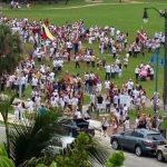 Cientos de venezolanos se manifestaron ayer en Miami, Florida, en demanda del recuento de los votos tras las elecciones presidenciales en Venezuela.