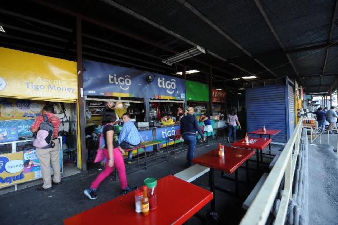 Las ventas que se encuentran actualmente en el mercado Libertad serán reubicadas temporalmente en tres inmuebles. Foto EDH / Lissette Monterrosa