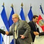 Acto de formalización del préstamo de $71 millones. Foto EDH / Lissette Lemus