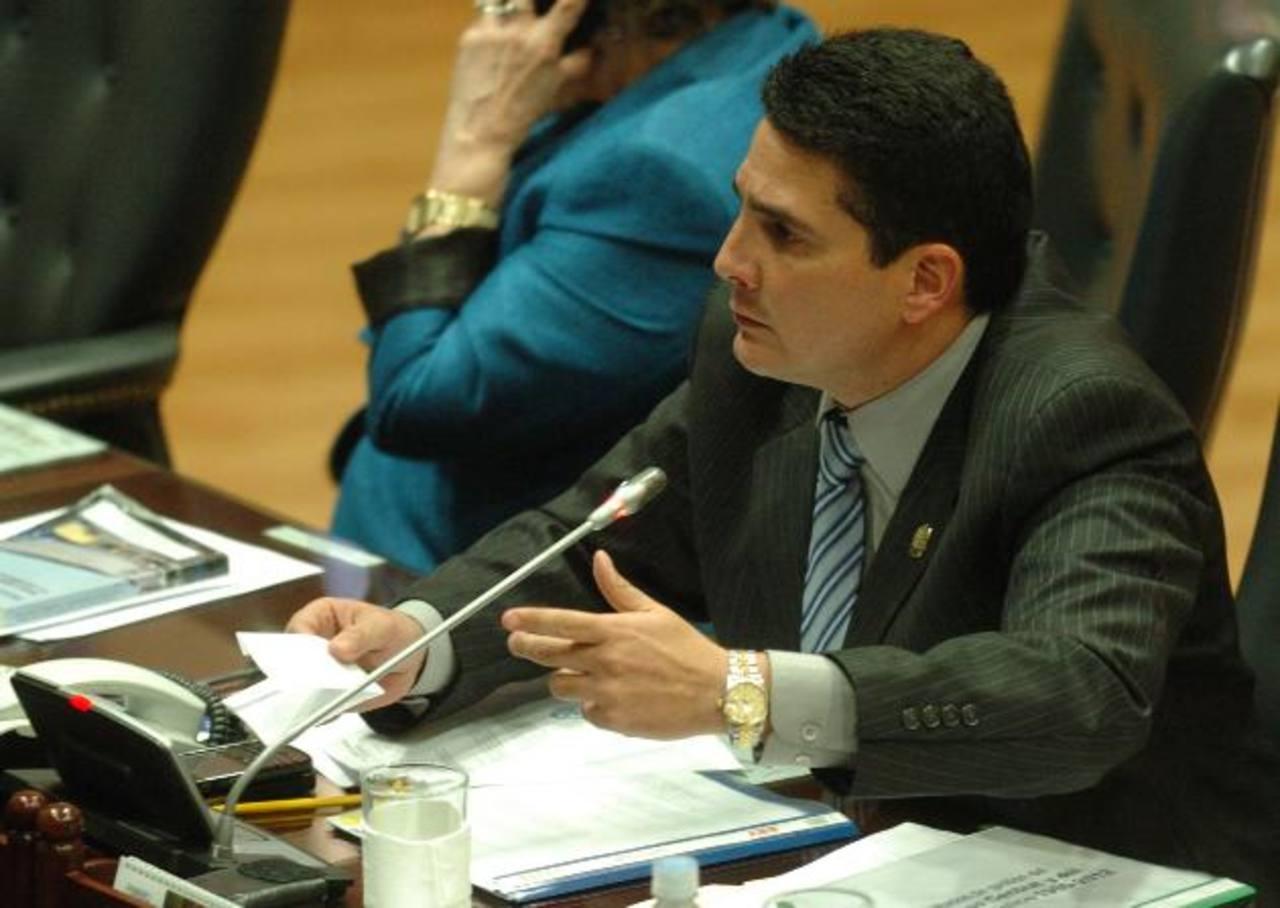 El diputado Roberto d'Aubuisson responderá hoy de manera oficial a los señalamientos del Gobierno venezolano.