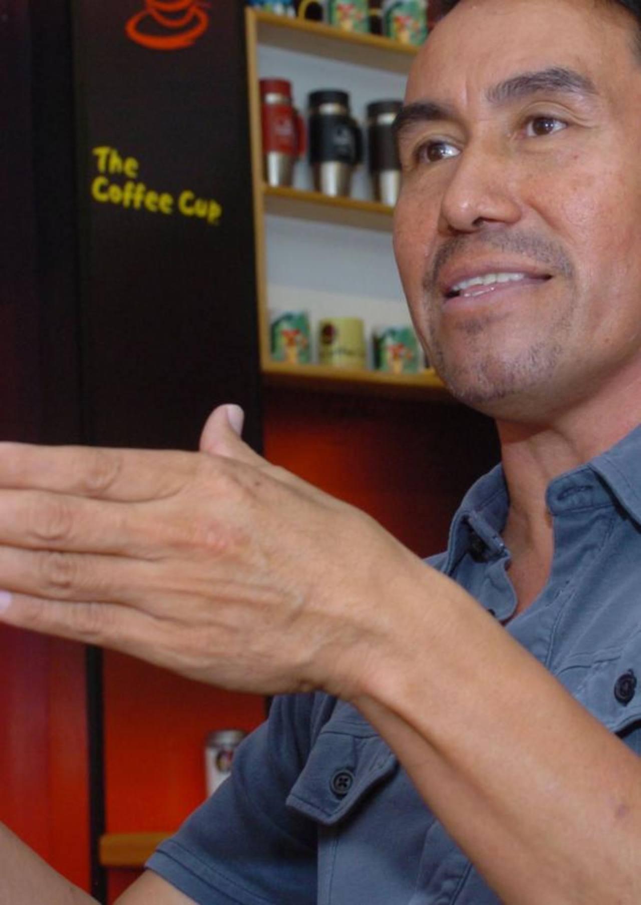 Nuestro invitado disfrutó de un café en las instalaciones de Coffee Cup Metrocentro. La plática fluyó entre exquisitos aromas. Fotos EDH / Huber Rosales