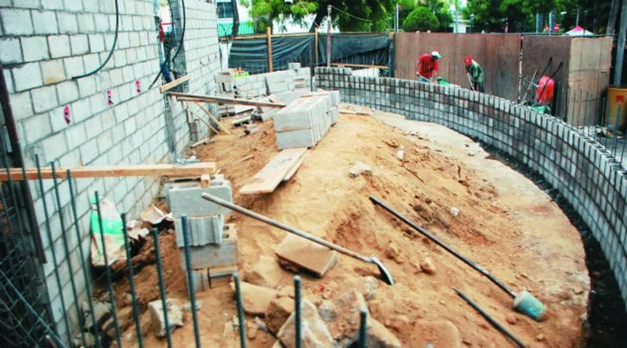 Pérgola que con la que contará el parque, la construcción de la obra se encuentra avanzada. Foto edh / Lucinda Quintanilla