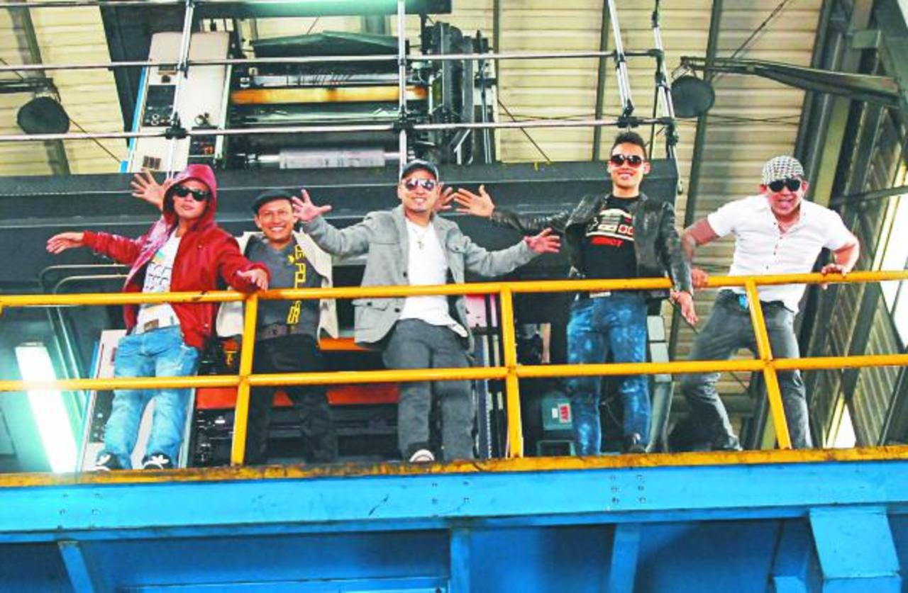 Nelson Estrada, Moisés Urrutia, Ricky Domínguez, Javi Jiménez y Sigfredo Rivera, integrantes de Melao, tuvieron un exitoso tour por Estados Unidos. foto EDH / René Estrada