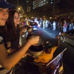 """Un """"cacerolazo"""" masivo en protesta por los resultados de los comicios que le dieron la victoria a Nicolás Maduro ensordeció varias ciudades de Venezuela el lunes. Foto/ Reuters"""