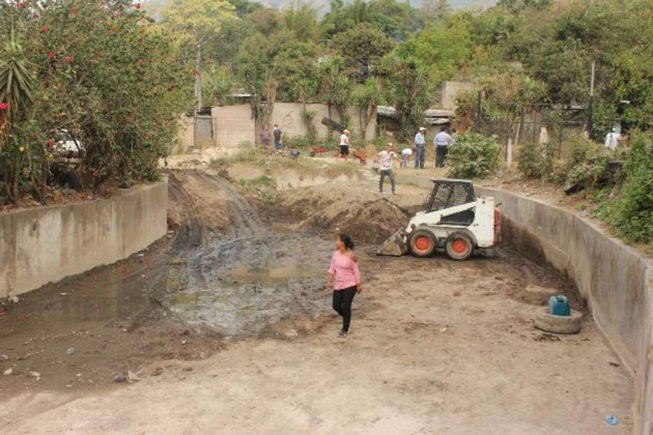 La comuna de Mejicanos prevé que en invierno haya menos desbordamientos en la zona. Foto EDH / cortesía