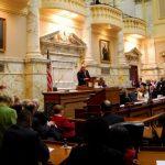 El aparato legislativo de Maryland aprobó en ambas camaras una nueva ley para permitir que inmigrantes indocumentados tengan acceso a licencias de conducir. La iniciativa fue presentada por el senador de origen salvadoreño Víctor Ramirez.