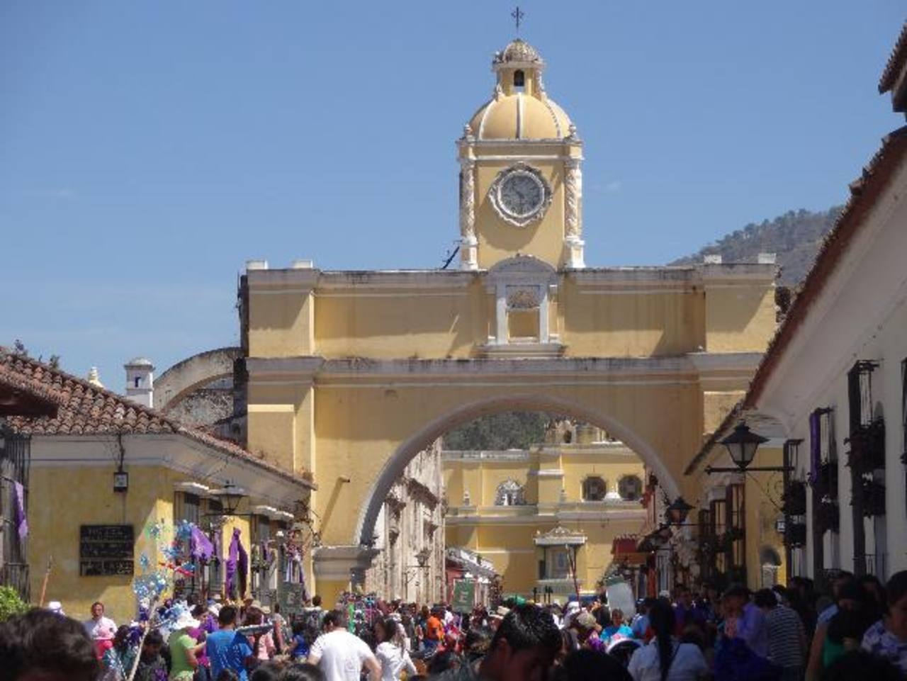 El arco de Santa Catalina es una parada obligada para los turistas que visitan la ciudad colonial de Guatemala.
