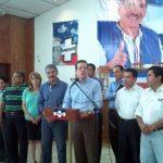 El presidente del Coena, Jorge Velado, y la fórmula presidencial del partido, Quijano y Portillo Cuadra, tuvieron un encuentro ayer con alcaldes de Chalatenango. Foto EDH / Eugenia Velázquez