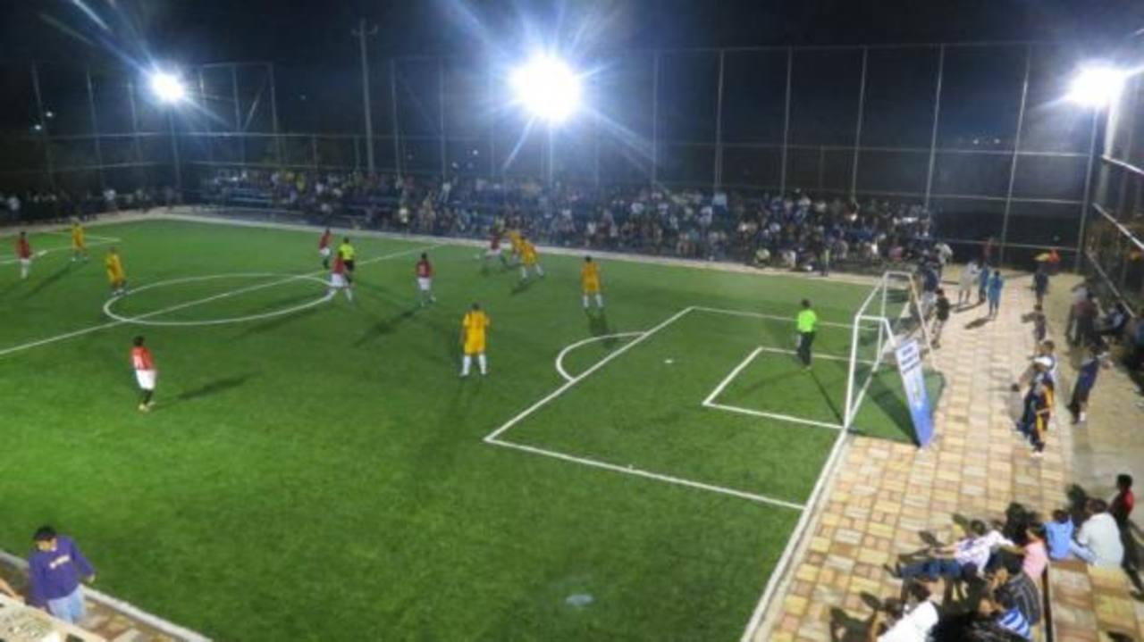 Durante la inauguración se llevó a cabo un torneo relámpago entre los equipos de la residencial. Foto EDH /Cortesía.