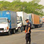 El congestionamiento alcanza los cinco kilómetros, camioneros se arman de paciencia.