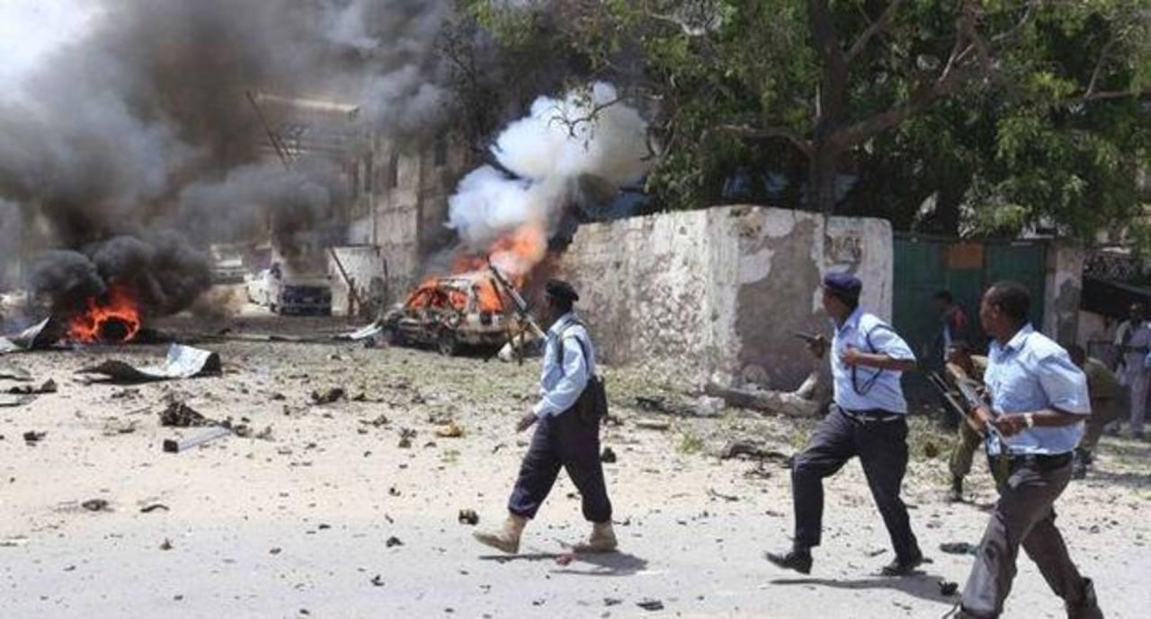Fuerzas de seguridad llegaron a la zona para enfrentar a los atacantes. Foto Reuters