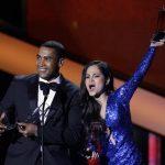 Don Omar era el gran favorito y volvió a confirmar su popularidad con un gran ramillete de premios. En la imagen, junto a Natty Natasha, al recoger el cuarto de sus galardones. foto EDH / Agencias