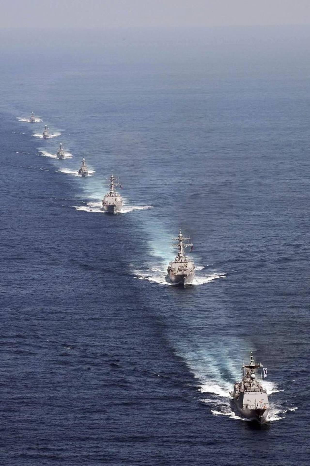 Buques de la marina de Estados Unidos y de Corea del Sur durante los ejercicios militares que realizan de manera conjunta. foto edh / reuters