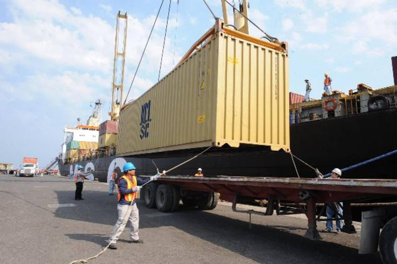 Los exportadores son los más afectados por la tardanza en la devolución del IVA. Foto EDH
