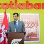 Juan Carlos García Vizcaíno, presidente ejecutivo de Scotiabank, inauguró la nueva sucursal. Foto EDH / mauricio caceres