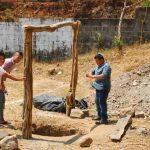 Actualmente los hermanos lejanos apoyan un proyecto de construcción de un pozo para instalar el sistema de riego de la cancha de fútbol. Foto EDH / insy mendoza