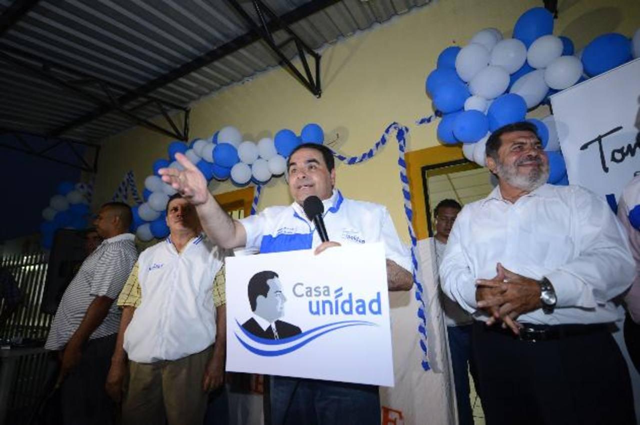 Saca llegó ayer al municipio de Aguilares, donde lo recibió un grupo de ciudadanos. foto edh / Marlon Hernández