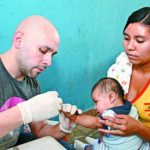A través de este programa Fusal busca promover prácticas de crianza saludables en las zonas pobres del departamento de Morazán. Foto edh / Cortesía