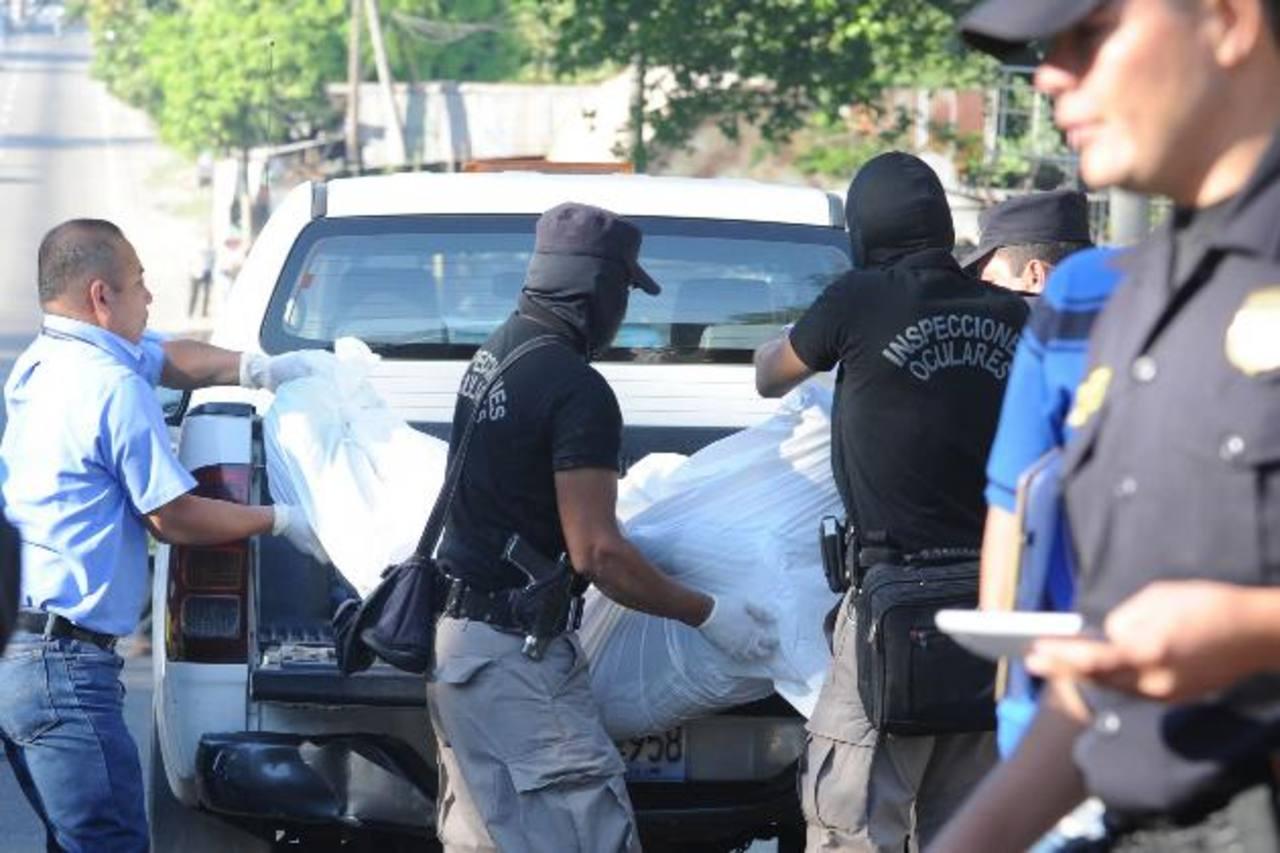 La mayoría de asesinatos en este trimestre fueron cometidos en la vía pública y casas de las víctimas. Foto EDH