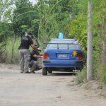 Vista general del sitio donde ayer un vigilante privado murió al enfrentarse a balazos con dos pandilleros en un asalto en el cantón La Cabaña de El Paisnal. Foto EDH / Claudia Castillo