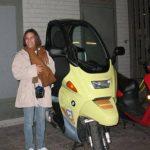 Ana Lorena Pérez Cotera, durante un viaje a Alemania, a mediados de 2009, donde supuestamente visitó la fábrica de automóviles BMW, según los comentarios hechos en su cuenta de Facebook. Fotos EDH