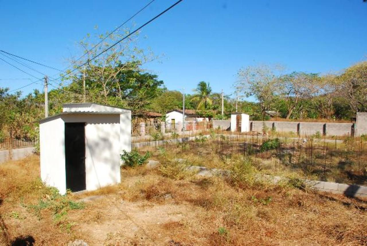 Así luce actualmente el terreno en donde se supone construirán el minihospital de El Carmen. Foto edh / Insy Mendoza
