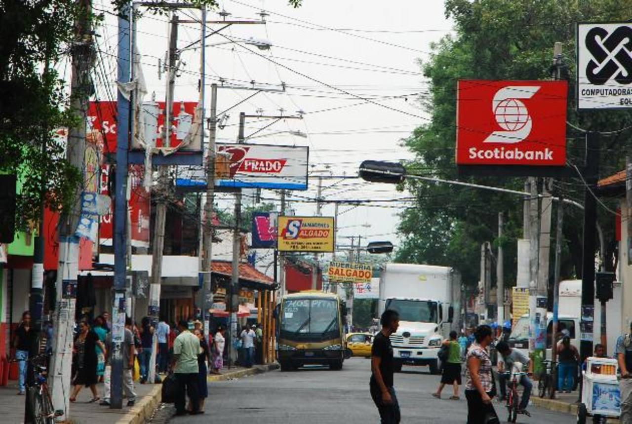 Alcalde dijo que empresarios que cayeron en mora tendrán un año para pagar antes de los embargos. foto edh / Francisco Torres