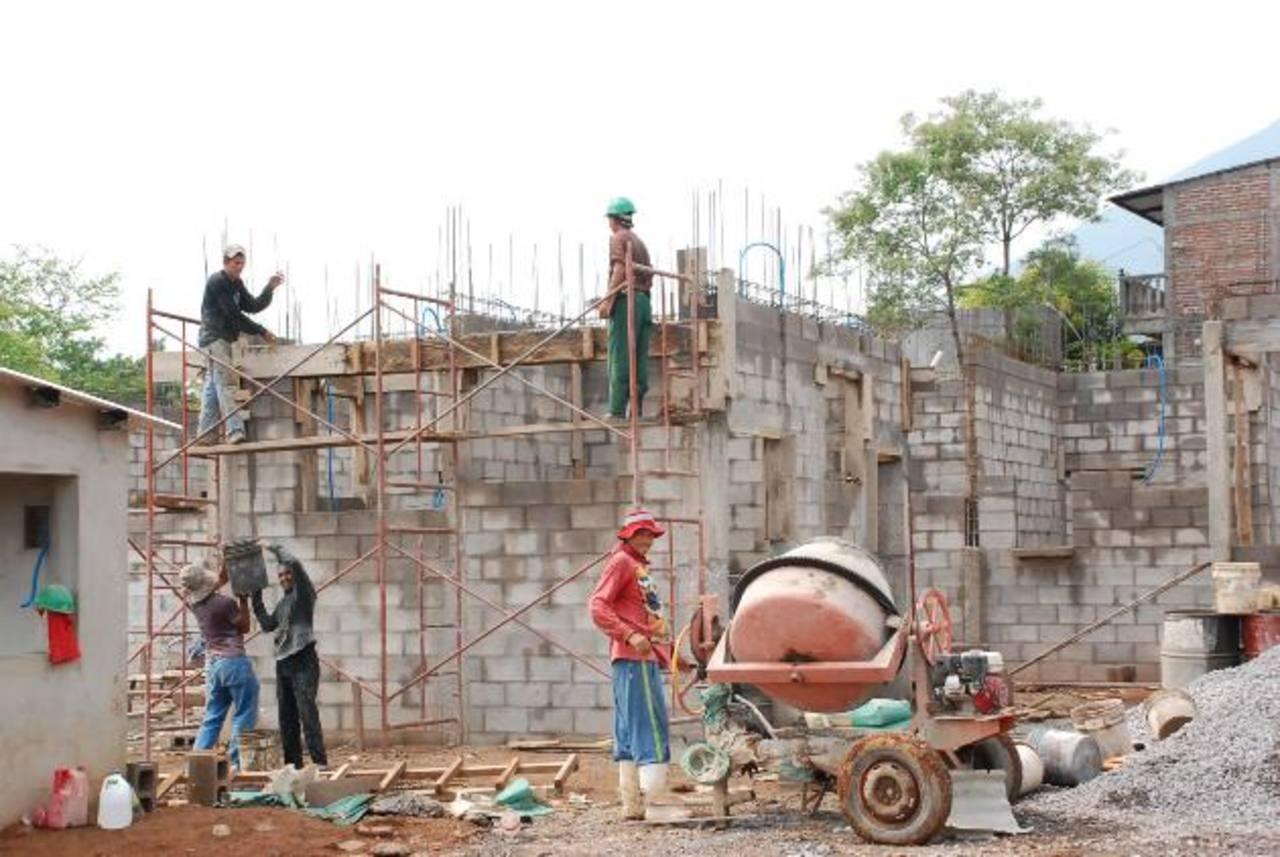 Los trabajos de edificación de la unidad médica San Carlos se estima se finalicen en junio