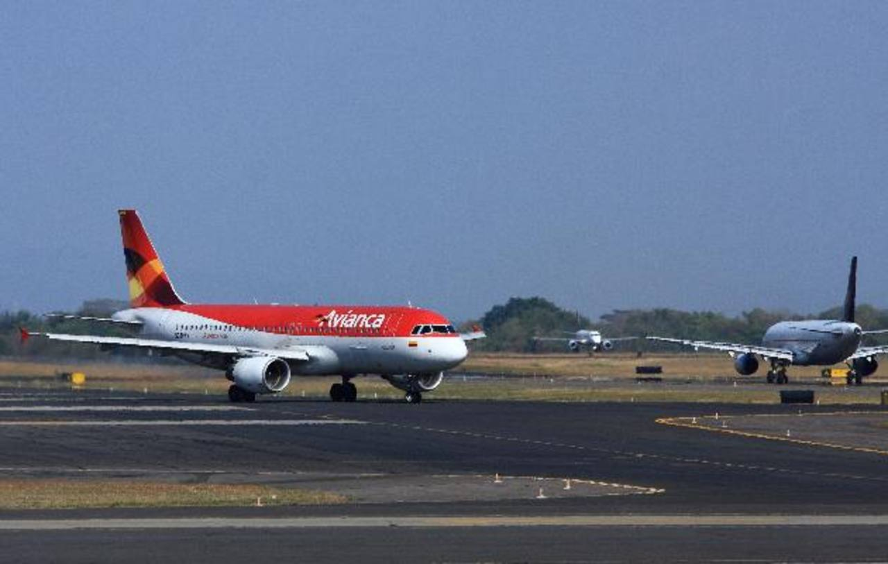 En los primeros tres meses del año Avianca facturó $1,118 millones. foto edh / archivo