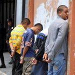 Los cuatro sujetos detenidos serán acusados de robo agravado y privación de libertad (rapto). Foto EDH / Éricka Chávez