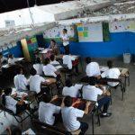 Los alumnos y maestros deben de suspender sus clases cada vez que llueve debido al mal estado del techo. foto edh / CRISTIAN DÍAZ