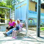 Las parada han sido instaladas en el centro del municipio para reorientar a la población. foto edh / Cortesía