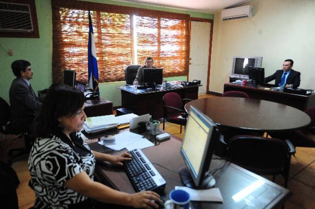 Los comisionados del IAIP están trabajando con apoyo de la USAID. Foto EDH / archivo