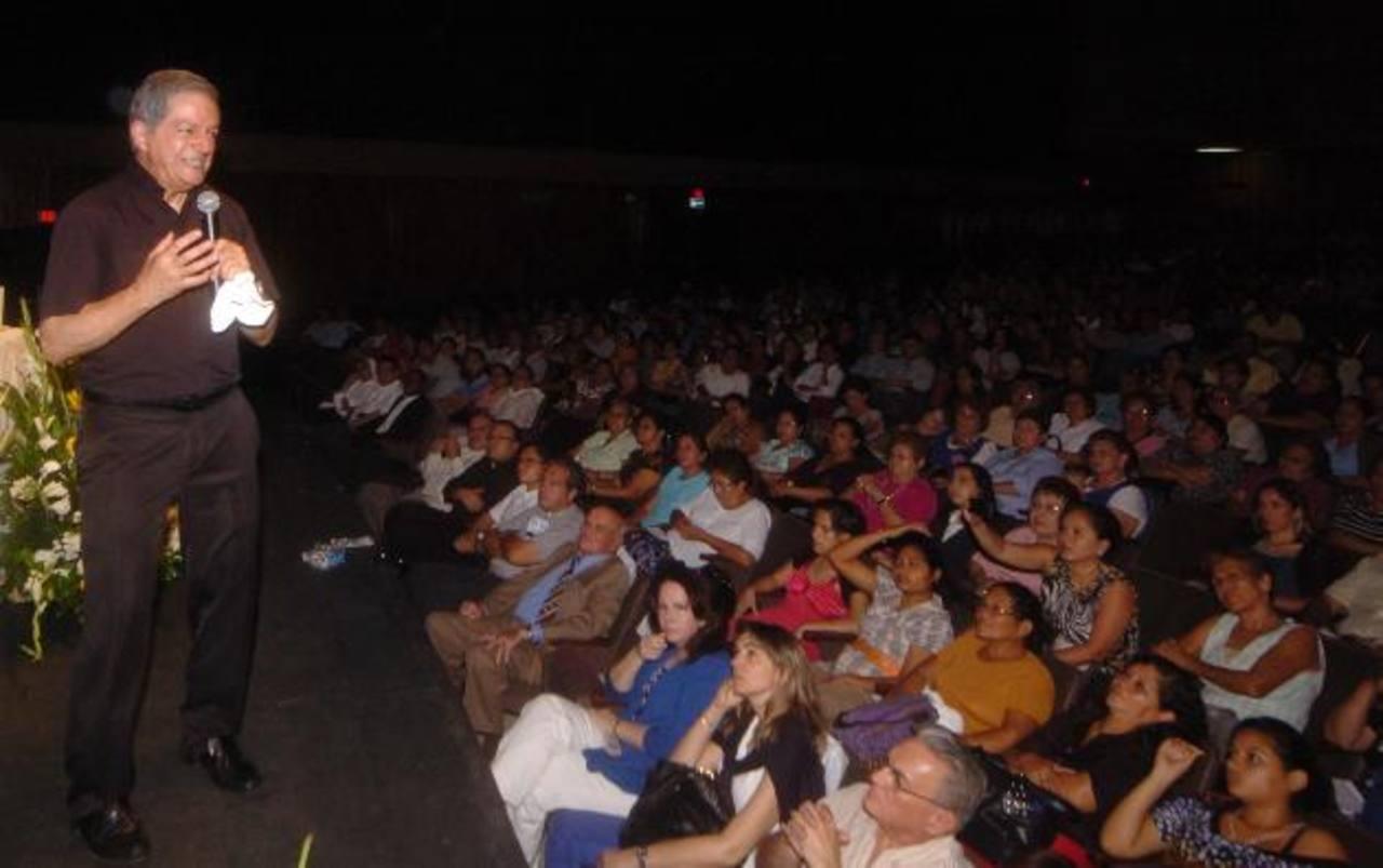 El padre Pedro Núñez es un reconocido predicador católico, que ha escrito libros sobre la fe. foto edh/jorge reyes