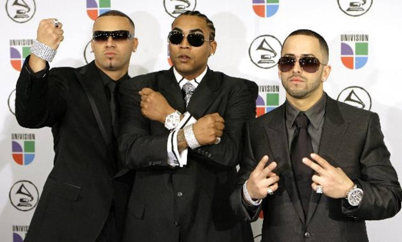 Los reggaetoneros junto a Don Omar (c). Los artistas comenzaron su carrera en 1998 y grabaron 10 discos. FOTO EDH/