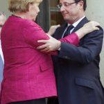 El presidente de Francia, Francois Hollande, saluda a la Canciller alemana, Angela Merkel. FOTO EDH / efe