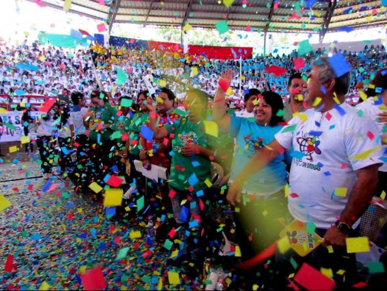 Más de tres mil jóvenes de 42 centros educativos de Santa Ana participaron en la actividad. Foto EDH / Mauricio GuevaraLa actividad se llevó a cabo en el coliseo de la Feria Ganadera Nuestra Señora Santa Ana. Foto EDH / Mauricio Guevara