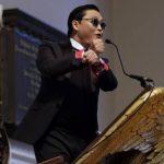 El astro sudcoreano PSY durante un discurso en la Iglesia Memorial en la Universidad de Harvard en Cambridge.