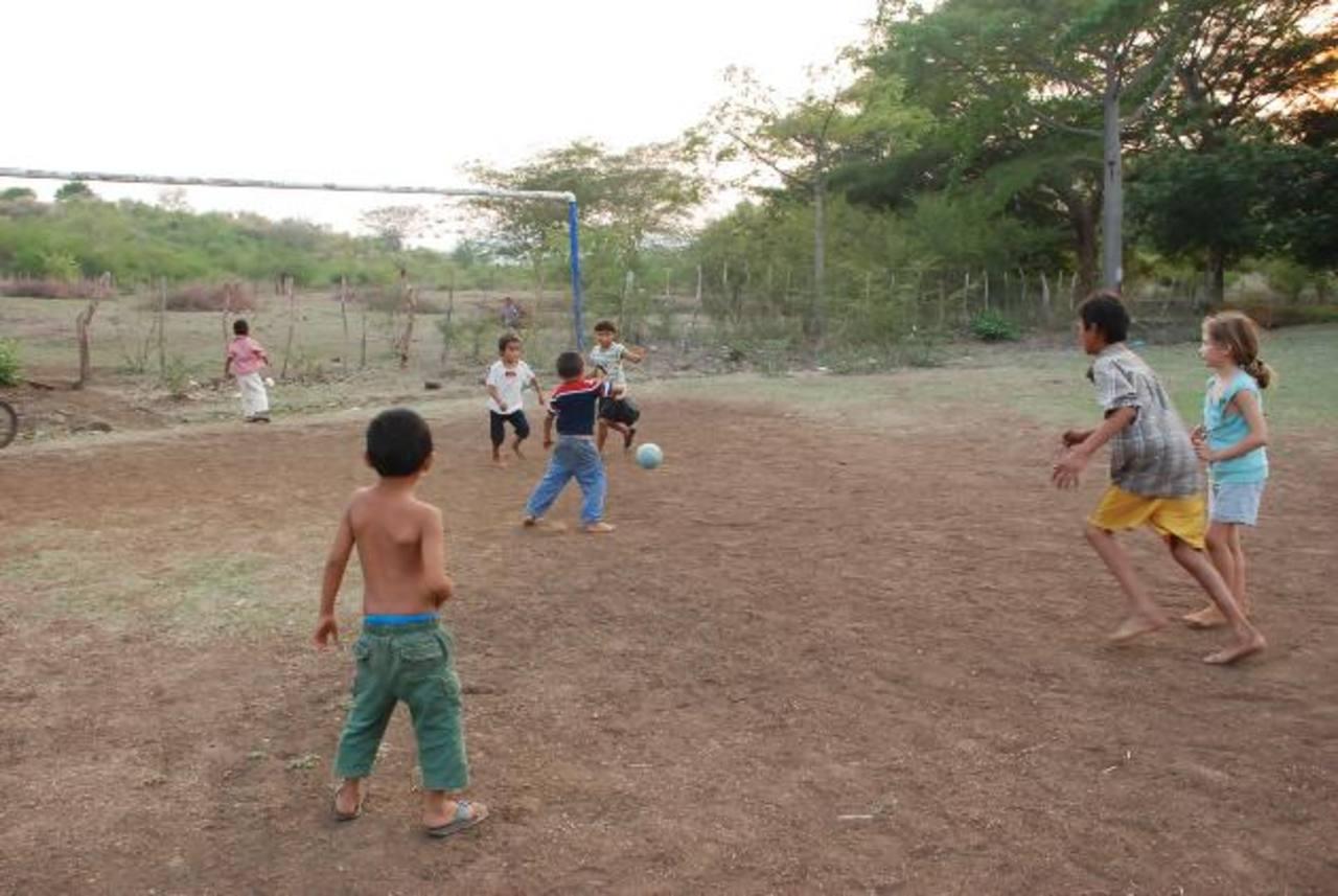 La comunidad El Sálamo usa, desde hace más de tres décadas, ese terreno para hacer deporte. La propiedad tiene dos fichas catastrales. Foto edh / Insy Mendoza