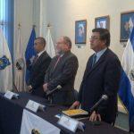 El nuevo director de la PNC, Rigoberto Pleités, ( derecha) y el ministro de Justicia y Seguridad, Ricardo Perdomo, (al centro). Foto cortesía @ComunicacionPNC