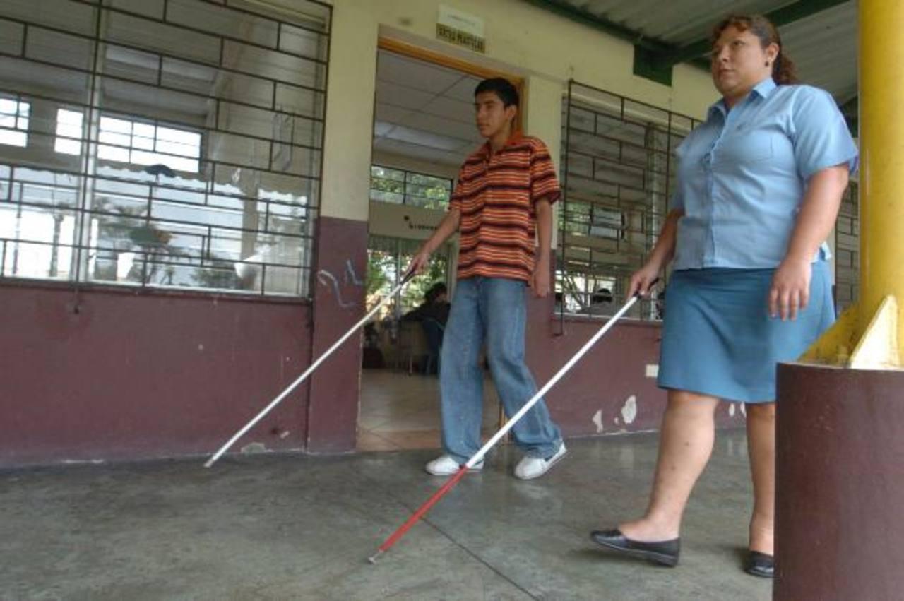 Más espacio y otras mejoras recibirán los alumnos de la escuela de ciegos. Foto EDH/ archivo