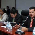 El diputado Santiago Flores, del FMLN, interviene en la comisión política del Congreso. foto EDH / cortesía asamblea