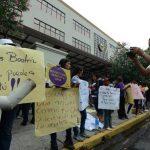 Organizaciones feministras protestaron ayer frente a la Corte en favor de la petición de Beatriz. FOTO EDH /ARCHIVO