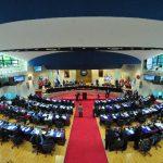 Quijano y Saca critican la reorientación de créditos