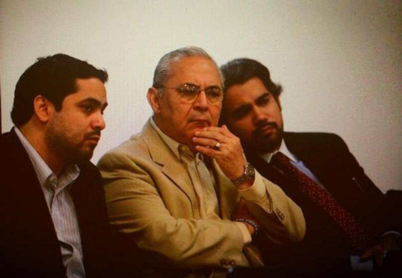 Ex ministro Maza (centro). FOTO EDH Jaime Anaya