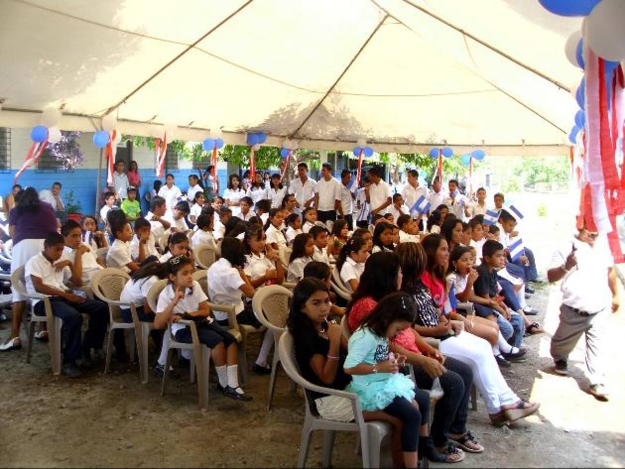 Un total de 437 estudiantes fue favorecido con la obra. Foto EDH / Cortesía