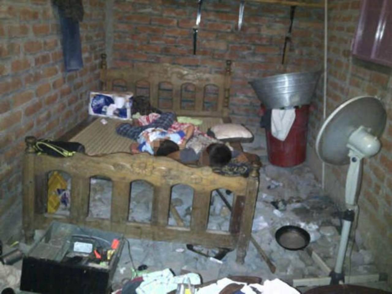 Dos niños que dormían en un cuarto dentro del club nocturno, en Santa Rosa de Lima, estaban al parecer endrogados. Los menores fueron llevados al hospital. Foto EDH / cortesía Fiscalía.