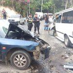 El accidente ocurrió sobre el kilómetro 4 y medio de la carretera a Los Planes de Renderos. Foto vía Twitter Mauricio Pineda